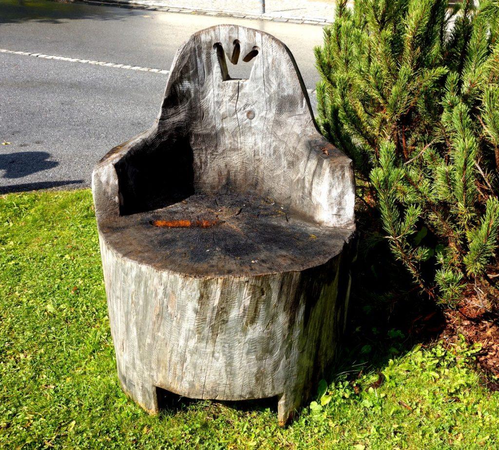 Кресло- трон из пенька в Австрии