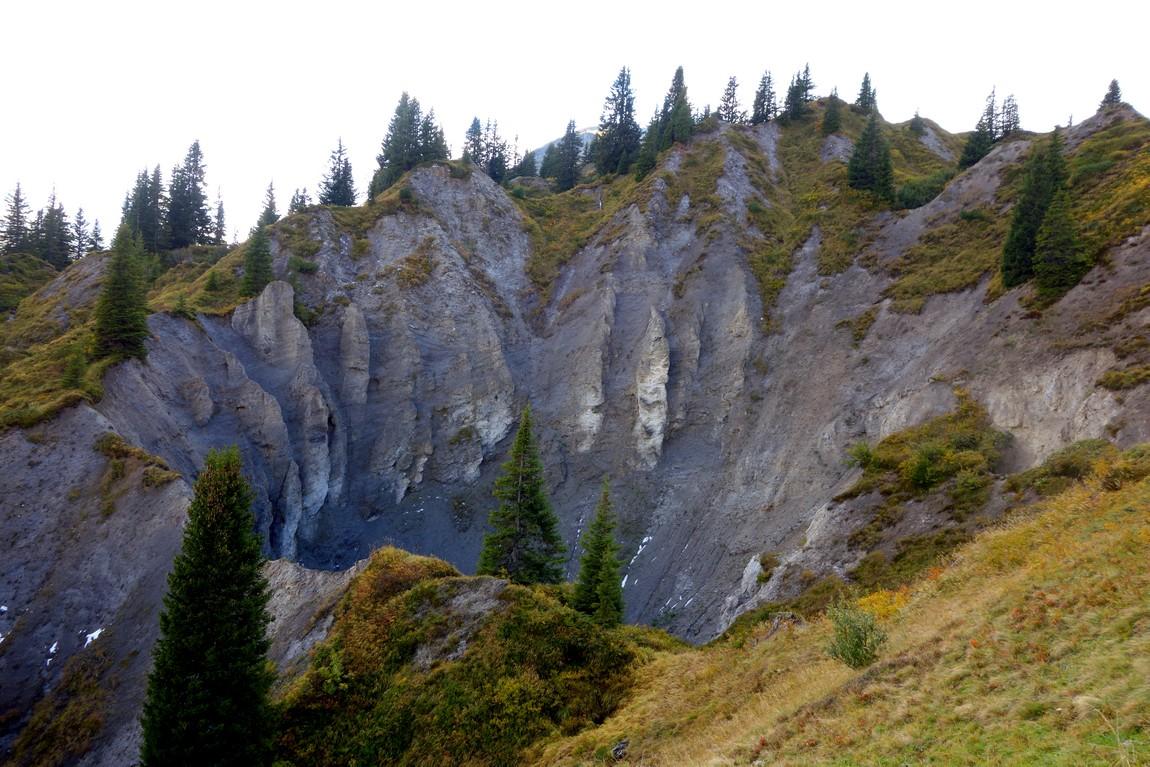 Карстовый провал, или воронка в горах Австрии