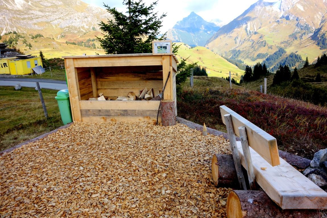 Остановка для отдыха  туристов в горах Австрии