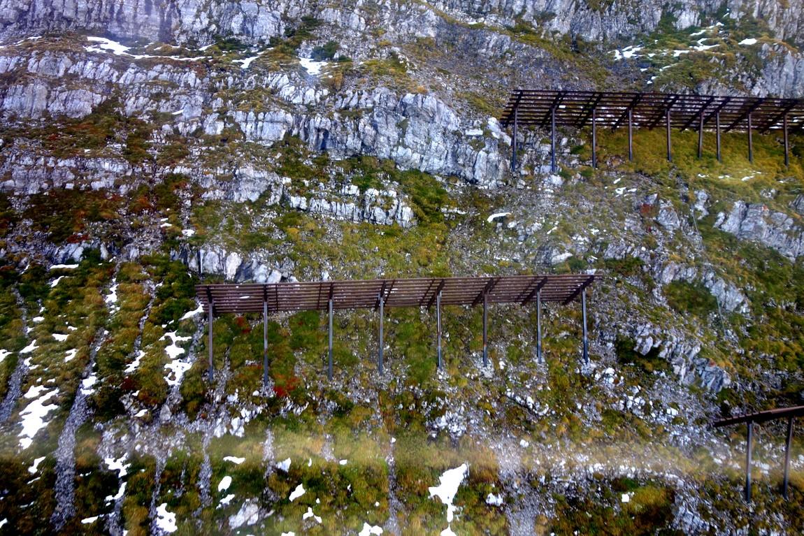 Ограждение от снега в горах Австрии
