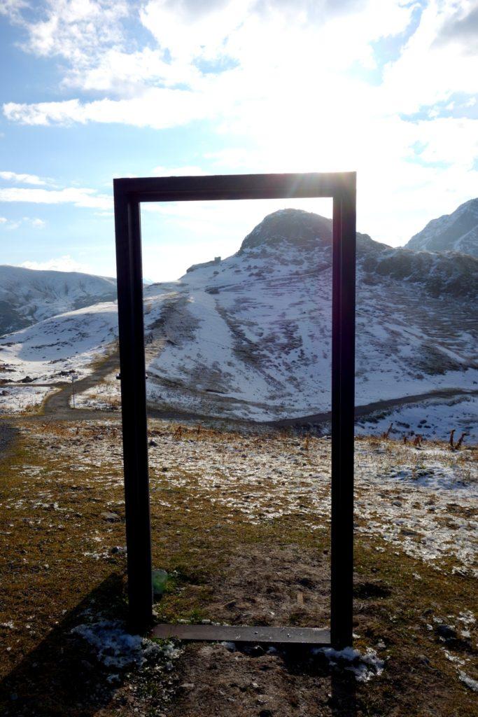 Реклама дверей в горах Австрии