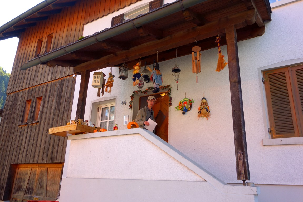 Декор оформления крыльца дома в Австрии