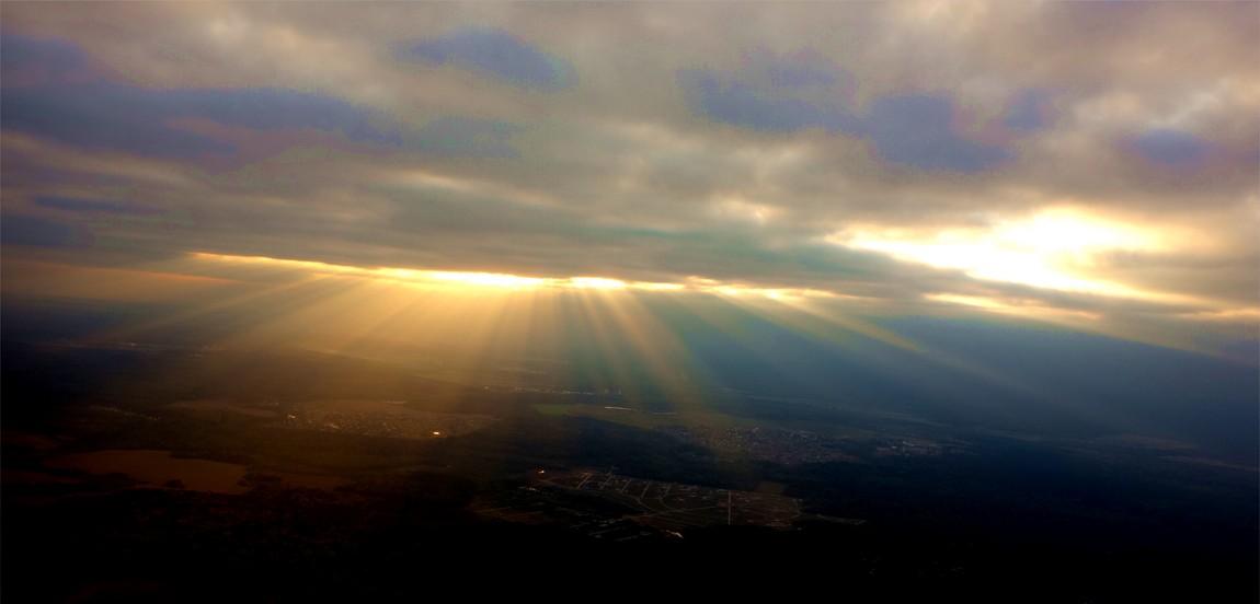 Солнце перед закатом в небе