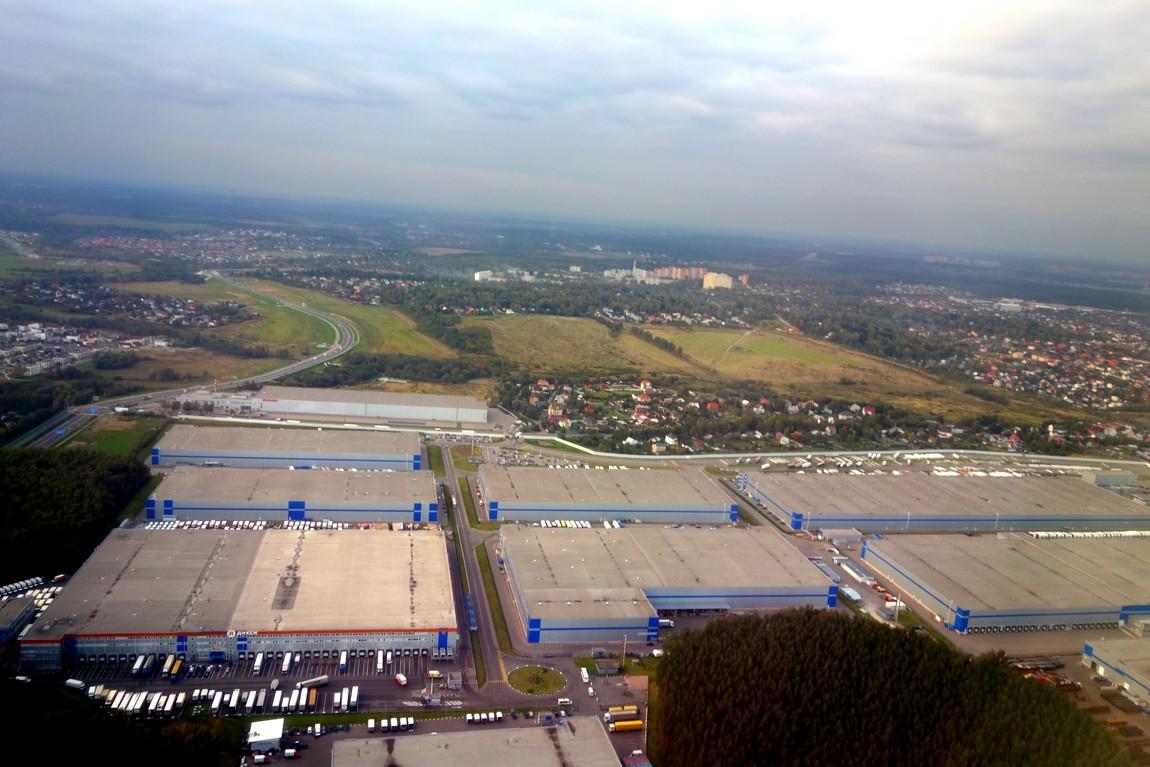 Над аэропортом с высоты самолёта
