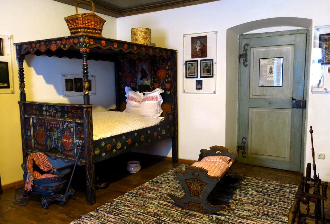 Гармиш-Партенкирхен (Германия) - старинная кровать в музее