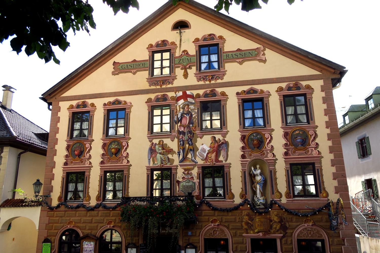 "Гармиш-Партенкирхен (Германия) - Старейшая гостиница ""Zum Rassen""."