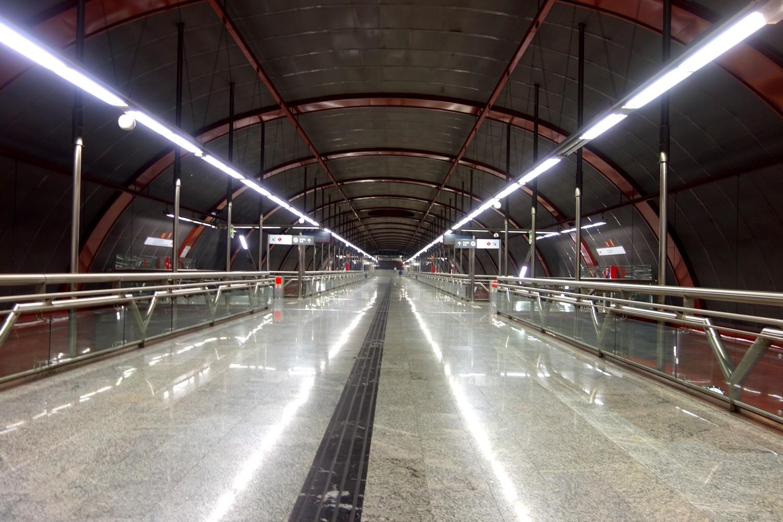 Перрон на минус 5 этаже в метро Мадрида