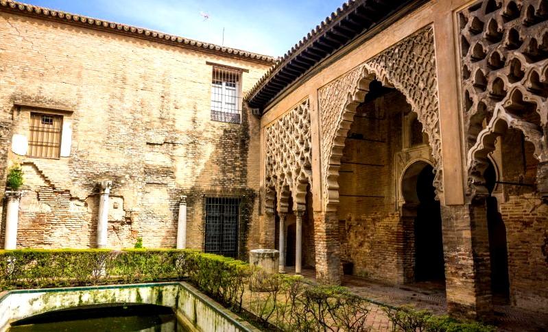 Гипсовый дворик во дворце - Севильский Алькасар (Испания)