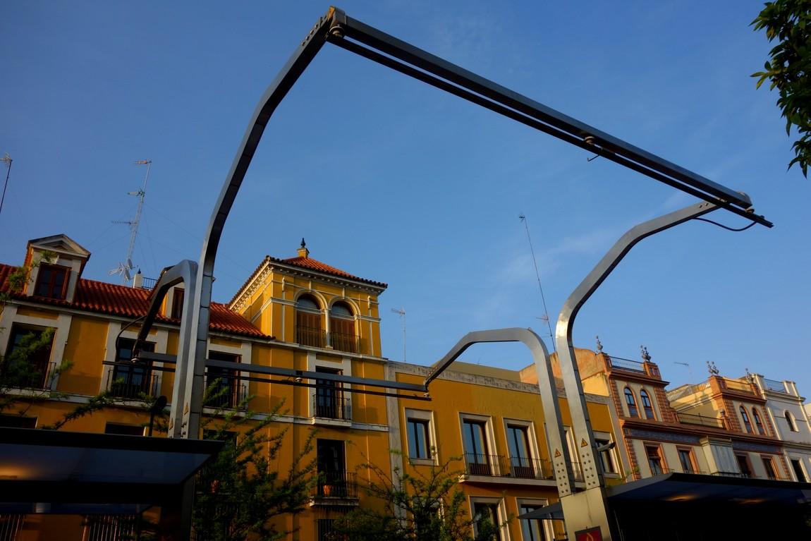 Остановка в Севилье - пантограф для подзарядки