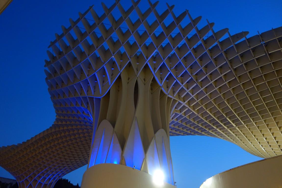 Архитектурное строение, формой напоминающей грибы — «Грибы Энкарнасьона».