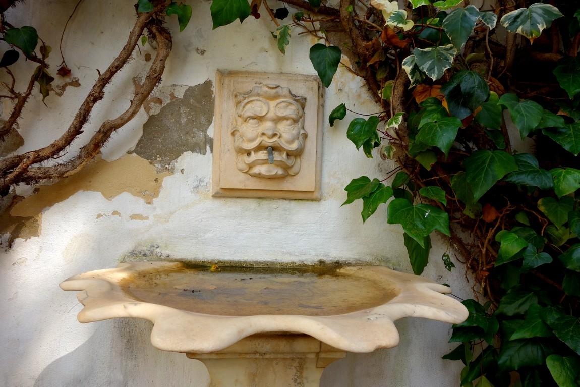 Севильский Алькасар (Испания) - декоративный фонтан