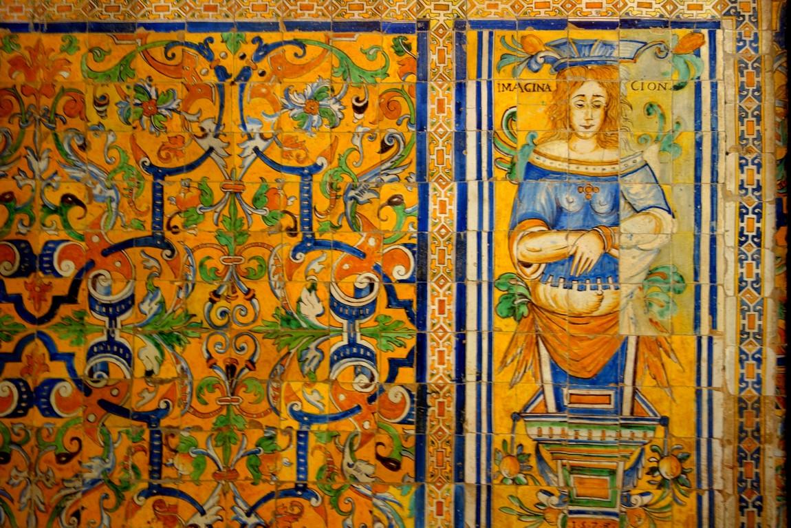 Стены украшают плитки со сложными восточными узорами. Севильский Алькасар (Испания)
