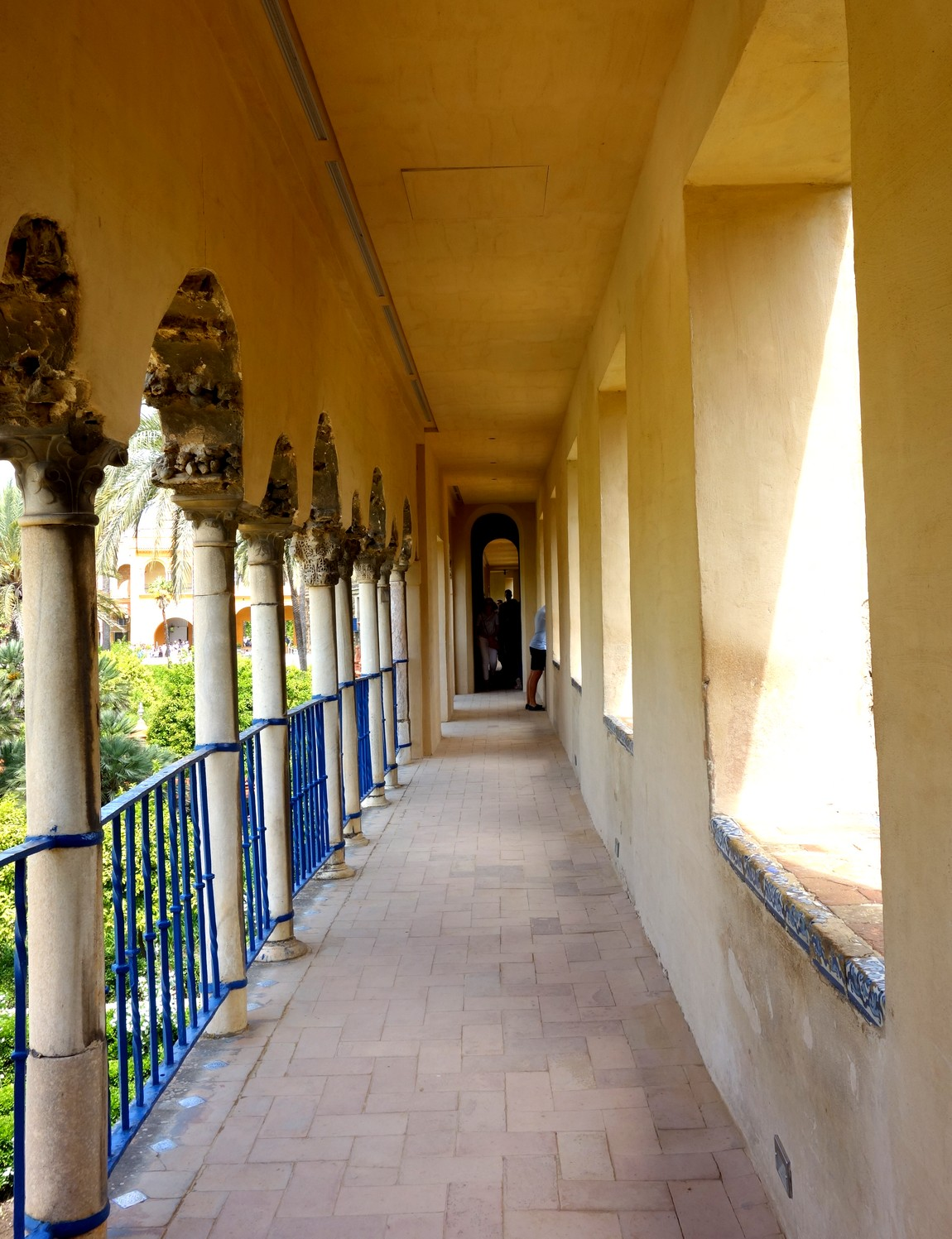 Галерея гротесков (Galeria del Grutesco) -сады Алькасар в Севилье
