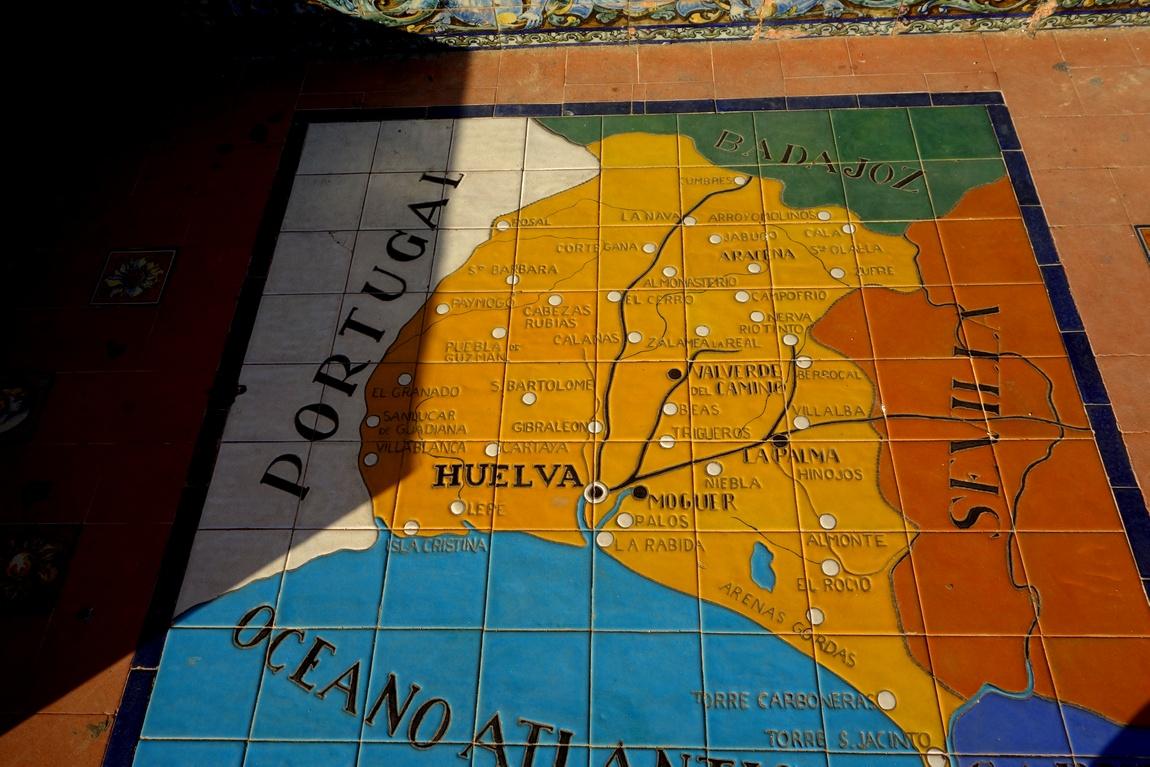 Площадь Испании в Севилье - панно в альковах (вид провинций)