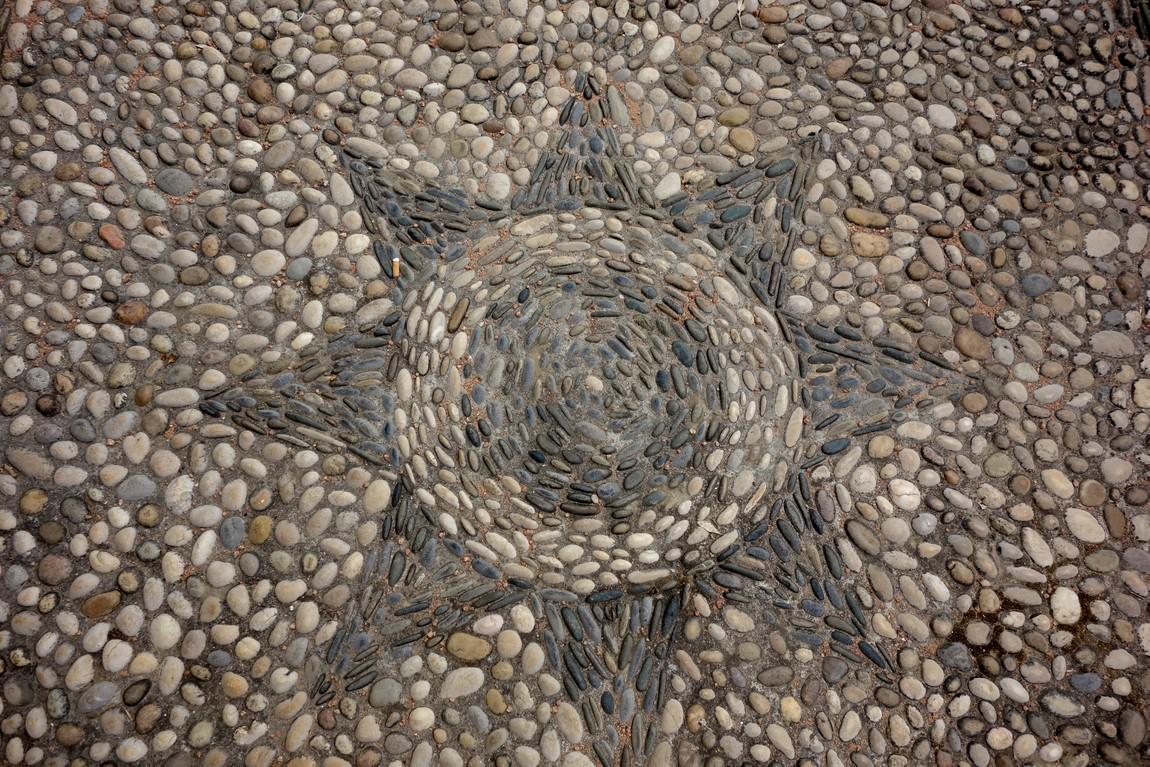 Сад Алькасар в Кордове - мозаичный рисунок из гальки