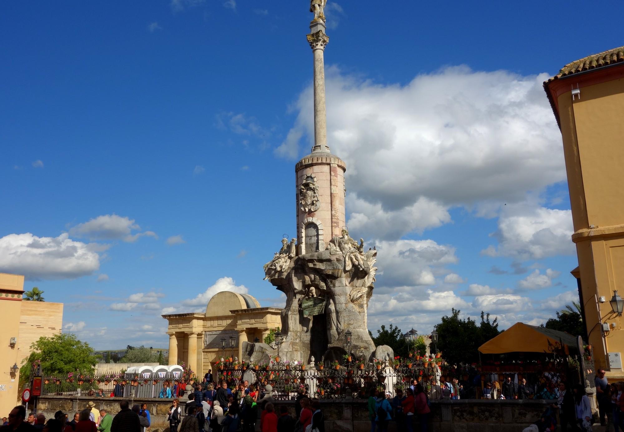 Кордова - статуя архангела Рафаила