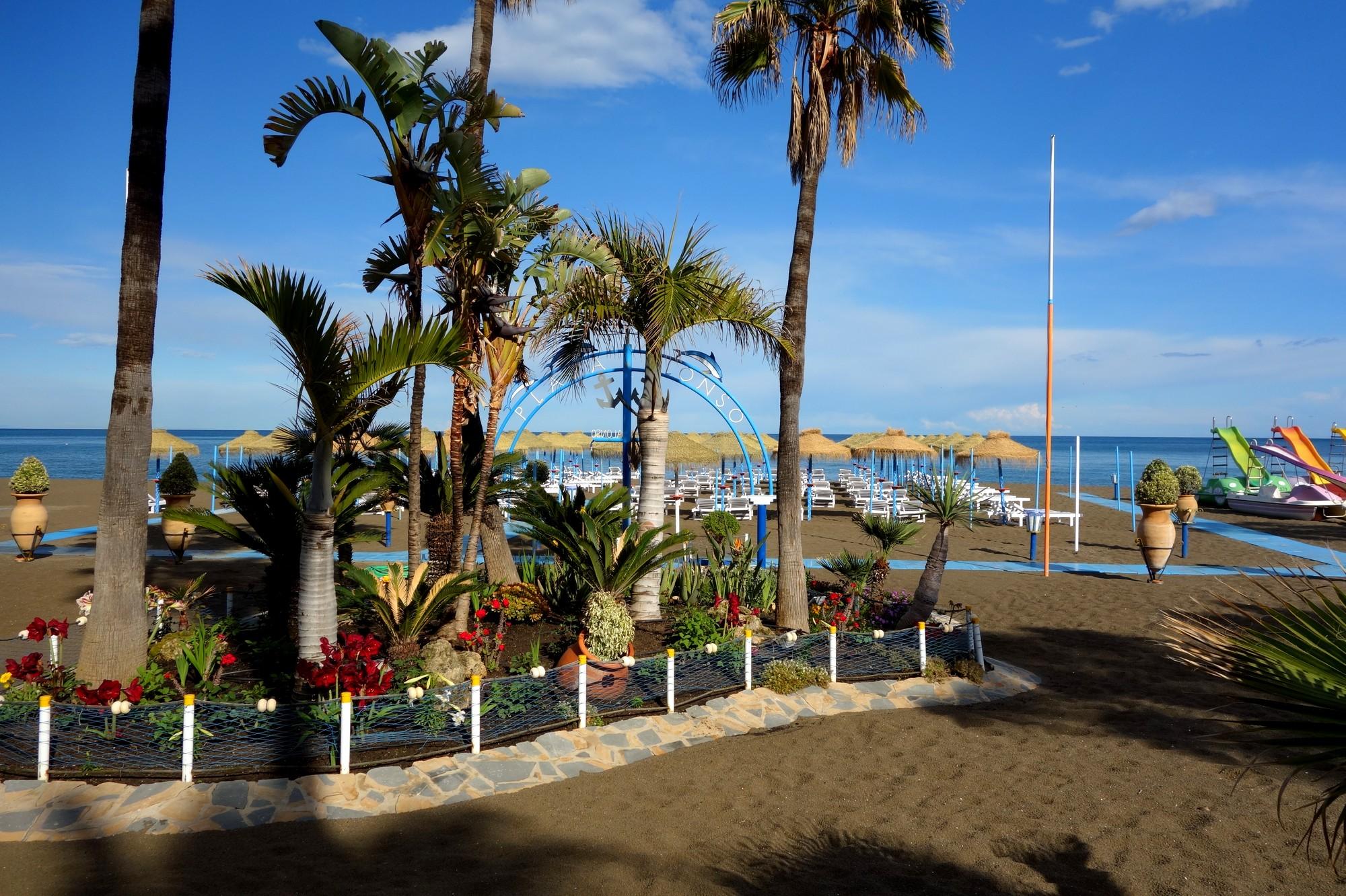 Пляж пригорода Торрмолинос