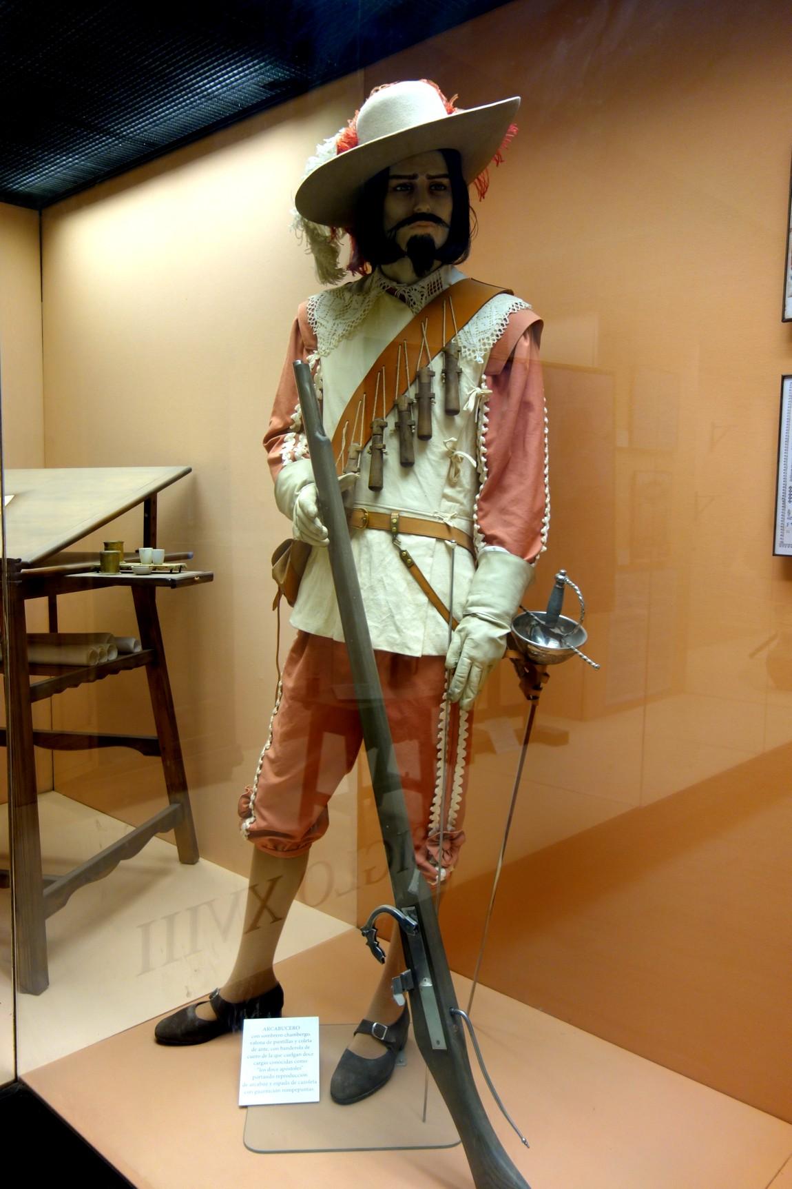 Проходим в музей с восковыми фигурами солдат. Крепость Хибральфаро (Castillo de Gibralfaro)