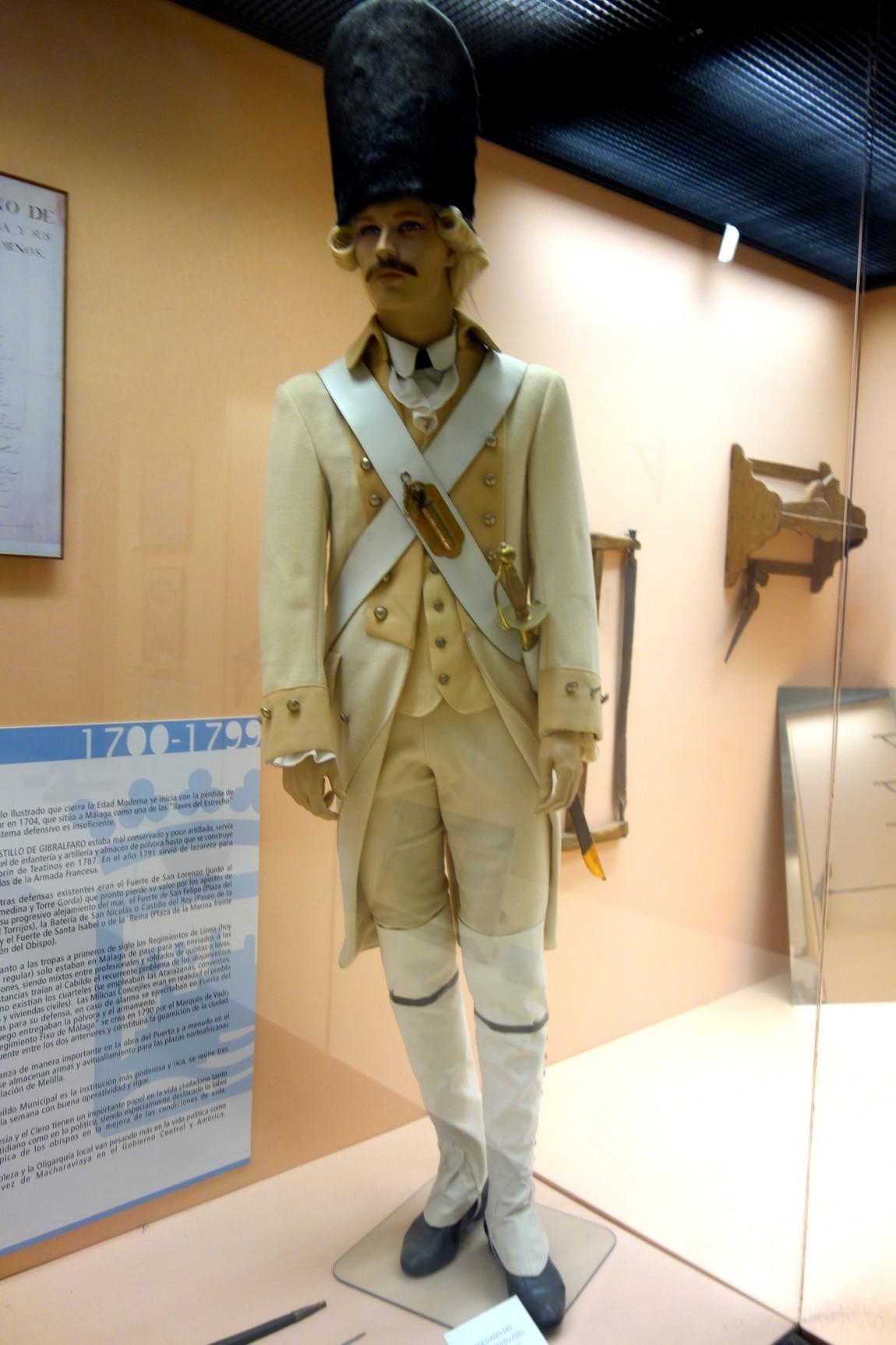 Проходим в музей с восковыми фигурами солдат.