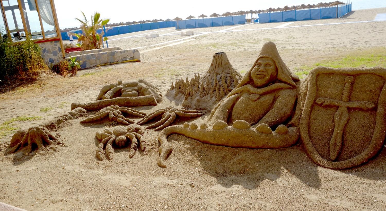Пляж- фигуры из песка (Испания)