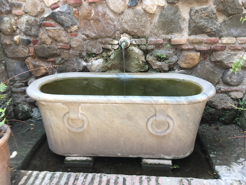 Альмерийская крепость Алькасаба - старинная ванна