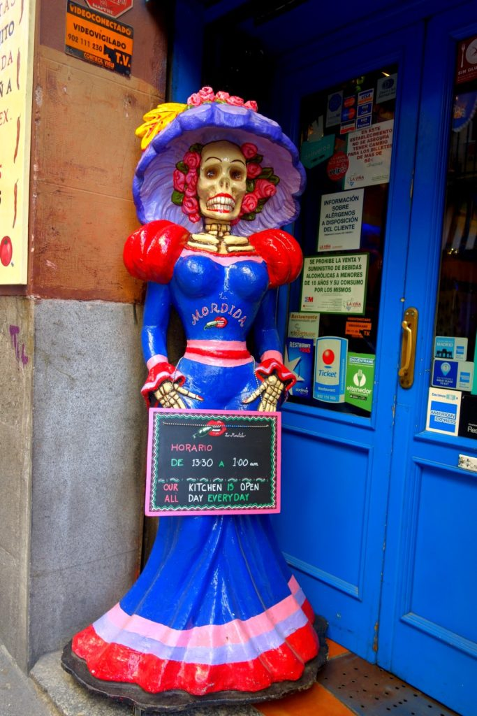 Реклама магазина - смерть в одежде (Испания)