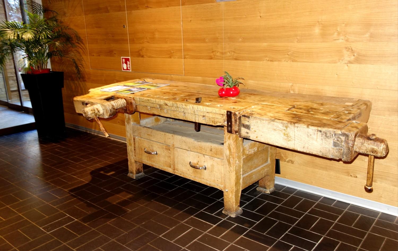 Старинный столярный стол в Церматте - (Швейцария)