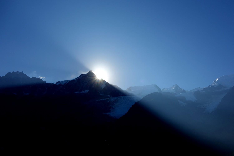 Шамони, утро - восход солнца в 10 часов в сентябре