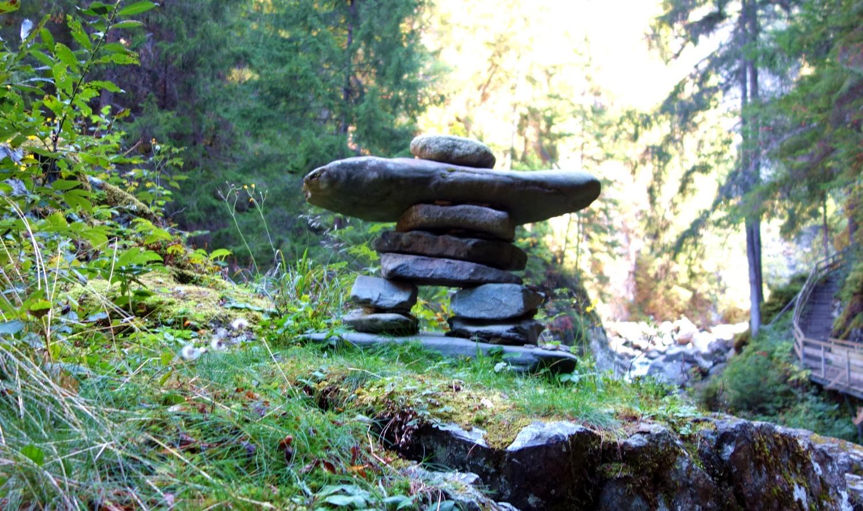 Каменную фигурка - инукшук