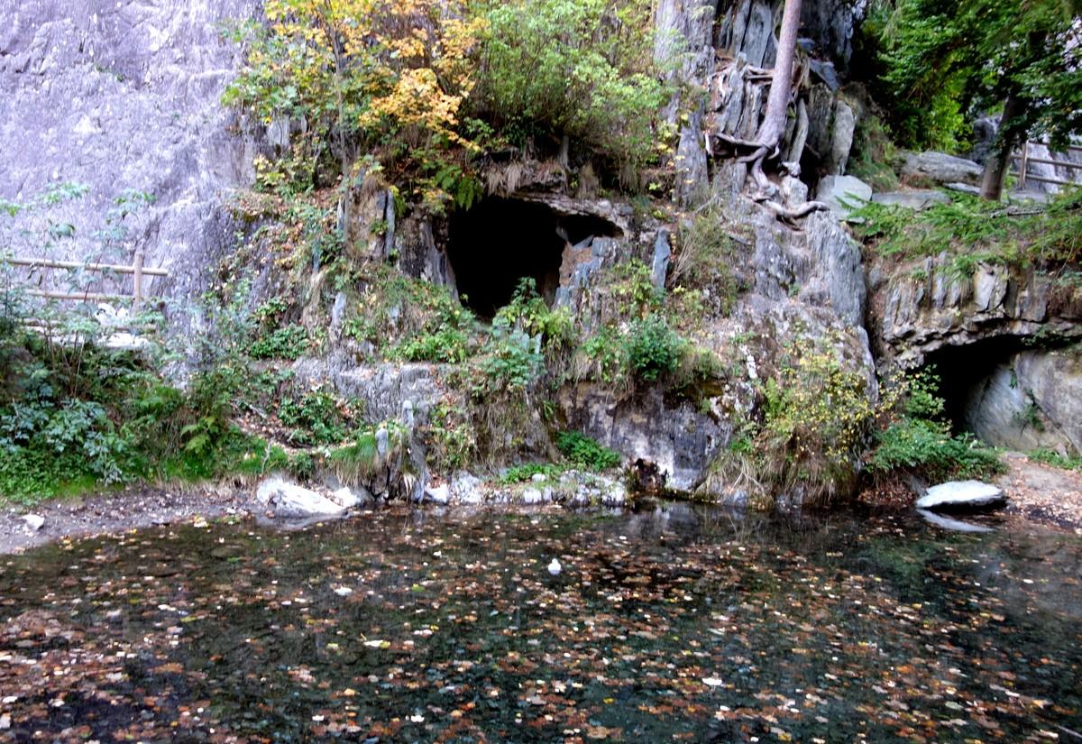 Озеро Синклер в Шамони - грот