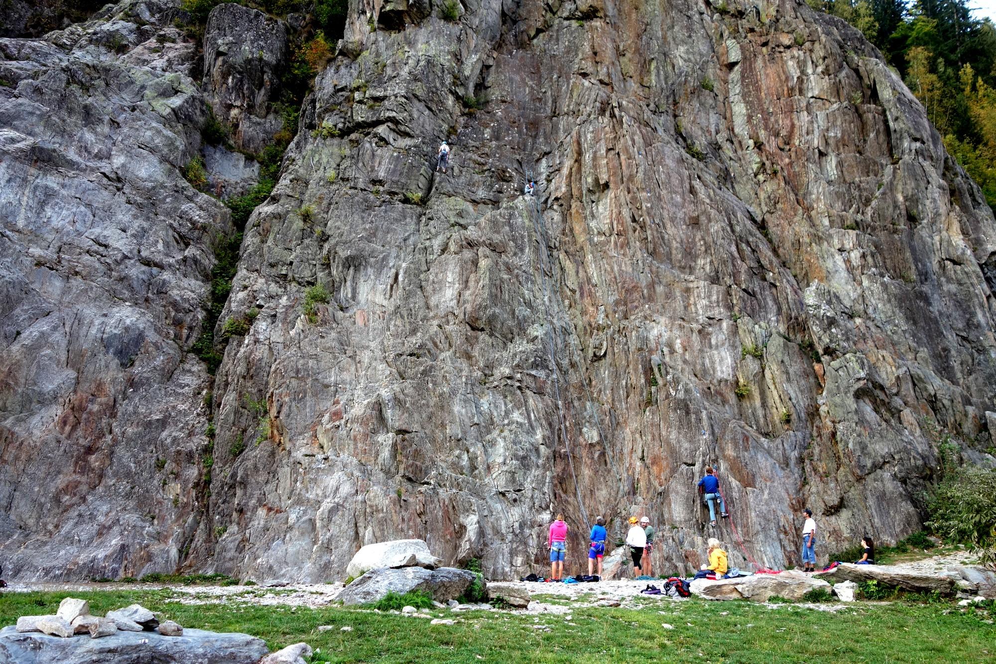 Скалы возле Озеро Синклер в Шамони