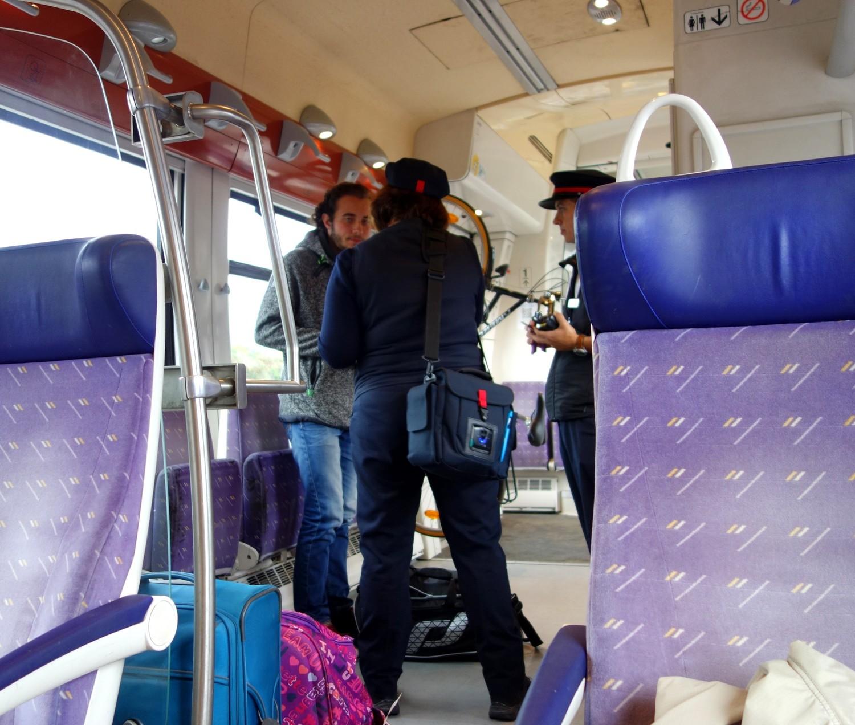 Безбилетник в поезде Франции - проверка билетов