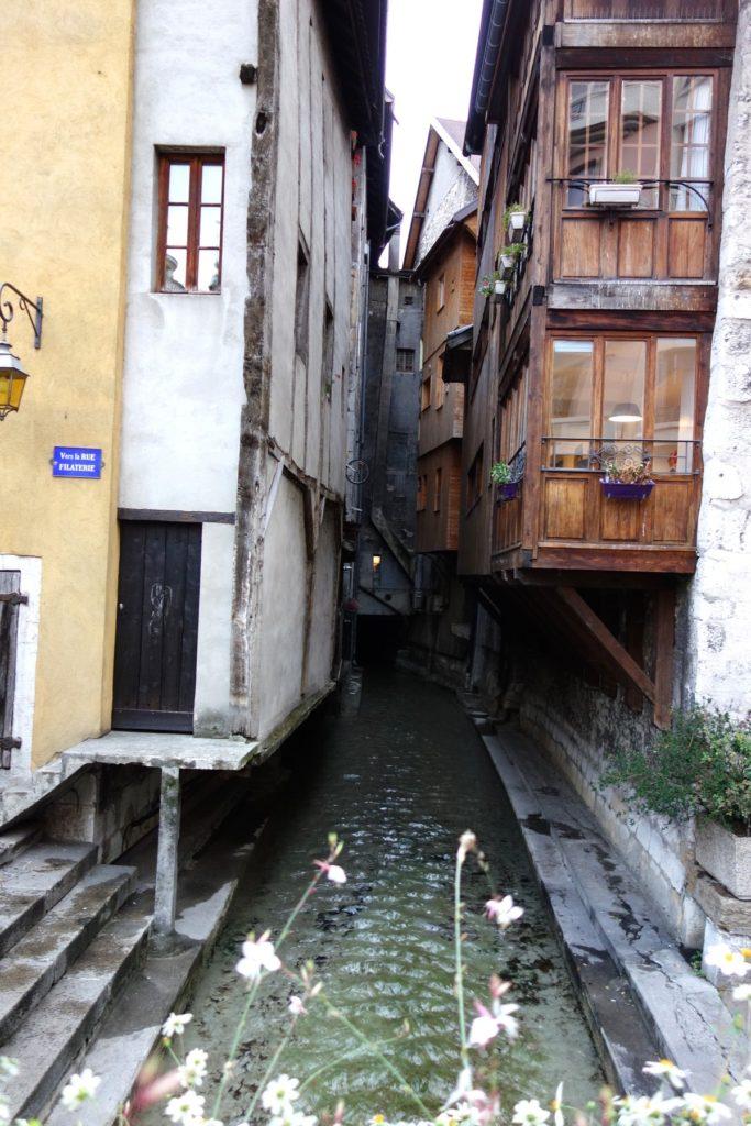 Анси - узкие улочки и каналы