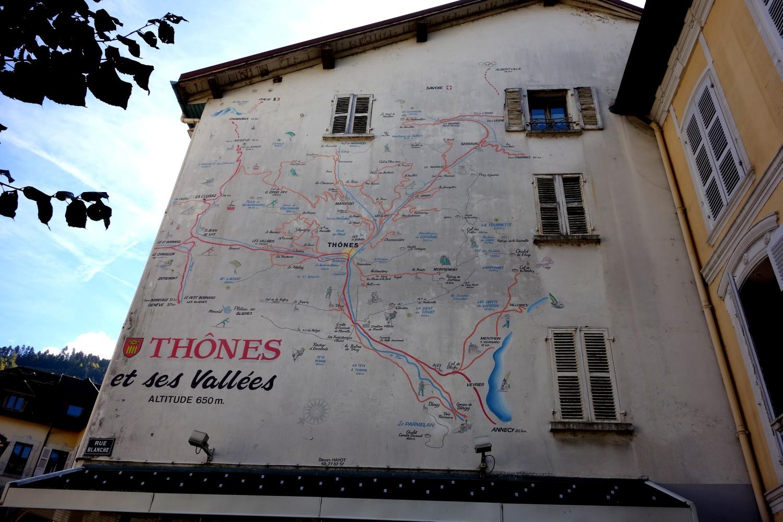 Thônes (Тонс) - Франция (карта на стене дома)