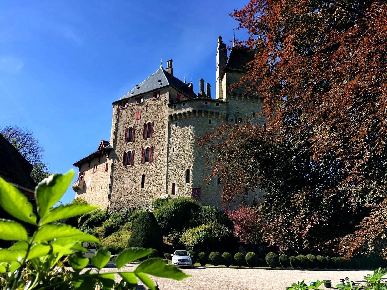 Замок - Château de Menthon-Saint-Bernard