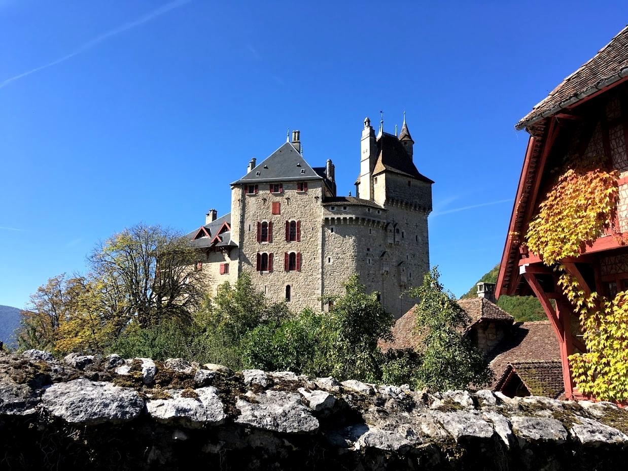 Замок Ментон (Château de Menthon-Saint-Bernard)