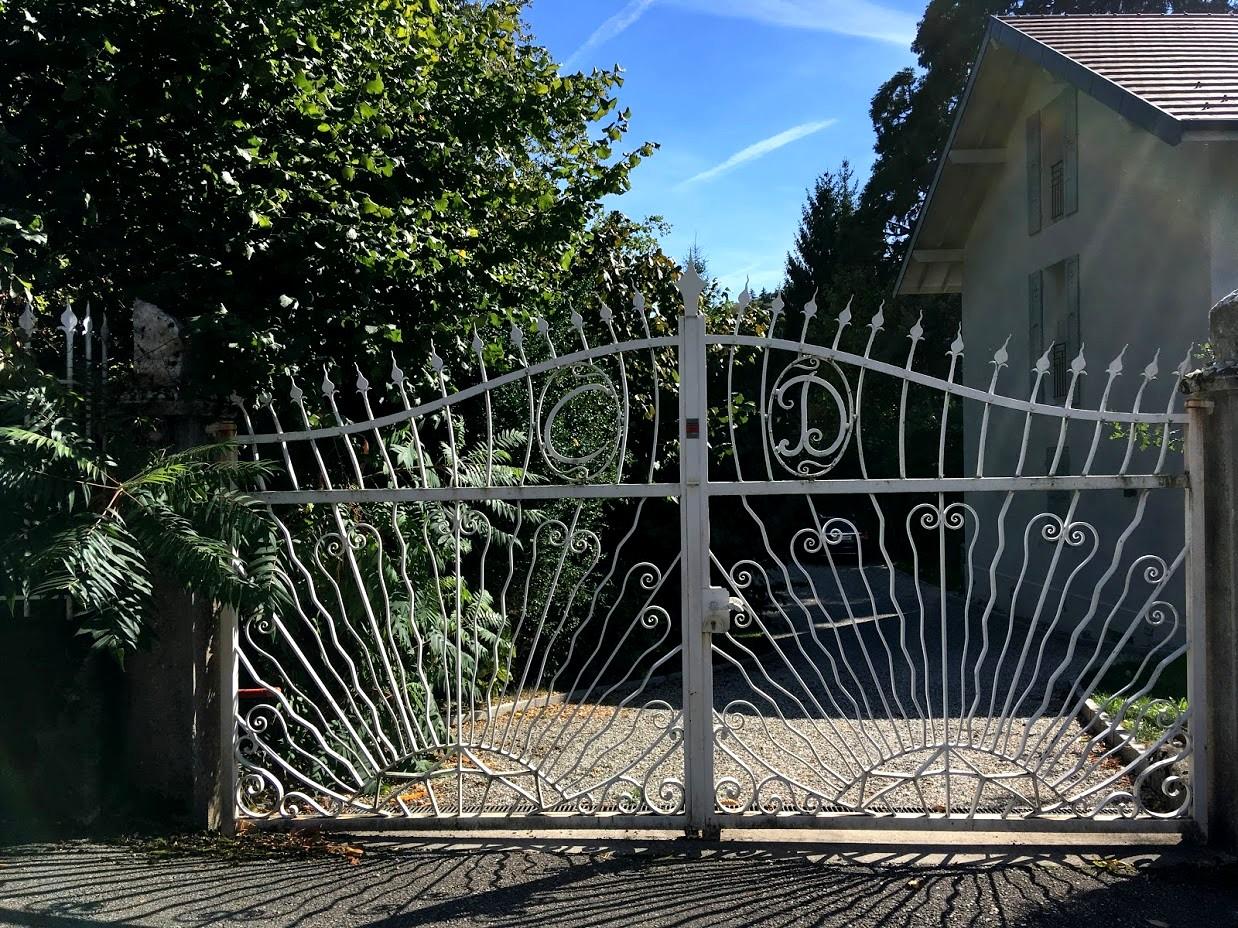 Франция - пригород Анси (ворота)