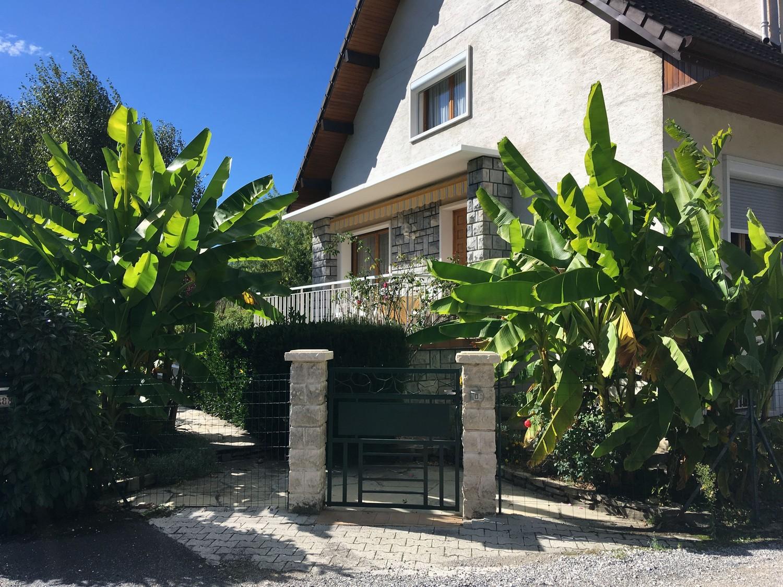 Деревни Франции и банановые деревья