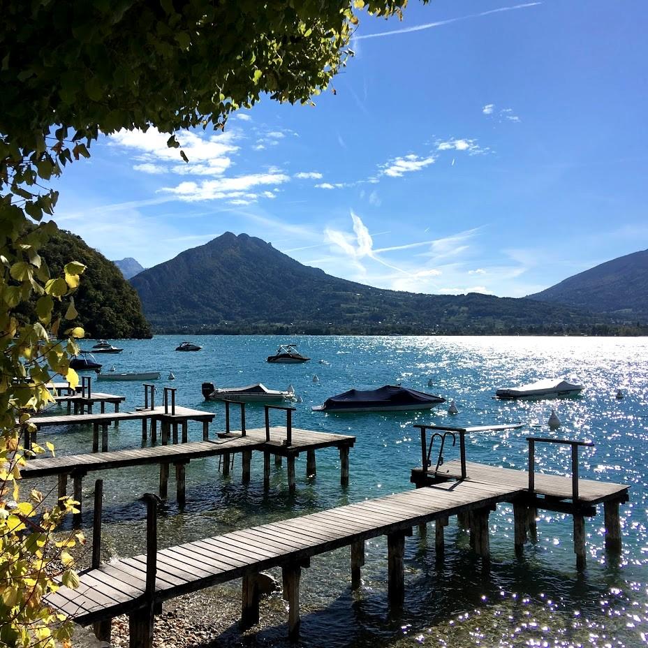 Озеро Анси и горы